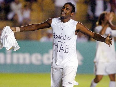 Kléber Pereira celebrates a hat-trick against Ipatinga in May