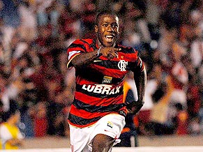 Toró gets the winner for Flamengo