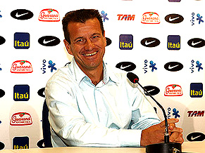 dunga-smiles-again