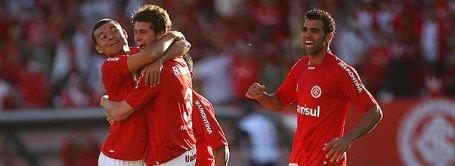 Cordeiro, Morais and Sandro celebrate Inter's first vs Palmeiras