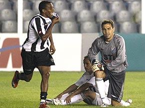 Atlético Mineiro's Carlos Alberto celebrates against Santos