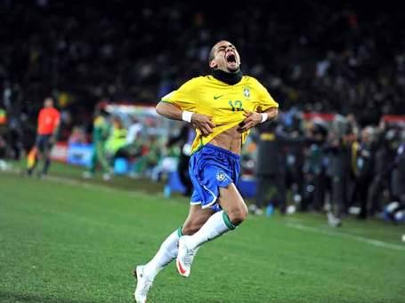 Daniel Alves puts Brazil in the final