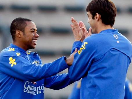 Kaká and Robinho in good spirits before the Italy game