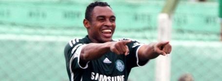 Obina strikes three times against Corinthians