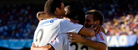 Ronaldo, Jorge Henrique and Morais celebrate against Cruzeiro