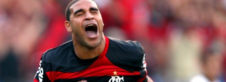 Adriano celebrates against Corinthians