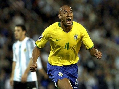 Luisão heads home for Brazil