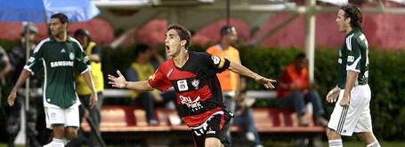 Neto Berola scores Vitória's second against Palmeiras