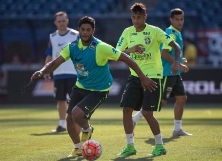 hulk_e_neymar_selecao_leo_correa_mowa_press